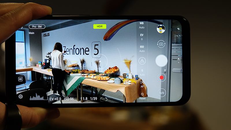AI camera & Software : Hands-on: The ASUS ZenFone 5 is an Android