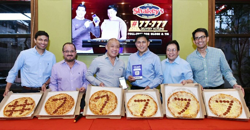 shakey's, globe telecom, gash, pizza, fried chicken, pasta, mojos, cashless, e-payment, globe business, hashtag, #77777, ernest cu, pay qr, scan qr, scan-to-pay