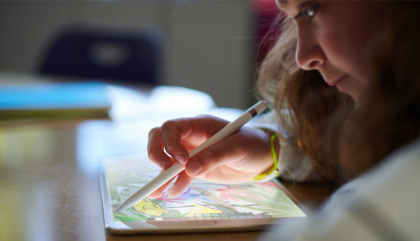 The new 9.7-inch iPad supports Apple Pencil. (Image source: Apple)