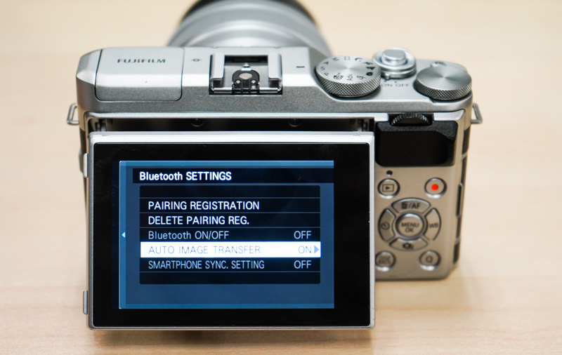 Thanks to Bluetooth LE, every shot you take can be automatically sent to your mobile phone.