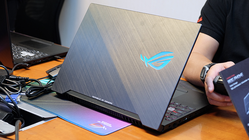 The new laptops share a similar design language with the ROG Zephyrus GX501.