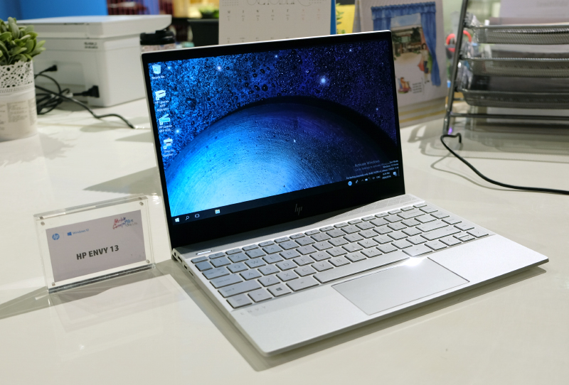 Despite its mainstream positioning, the Envy 13 comes with premium features like an all-aluminum chassis, a thin and light design, and even optional discrete graphics.