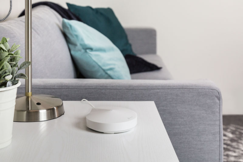 Thanks to its plain design and compact size, it is unobtrusive and blend into your homes. (Image source: TP-Link)