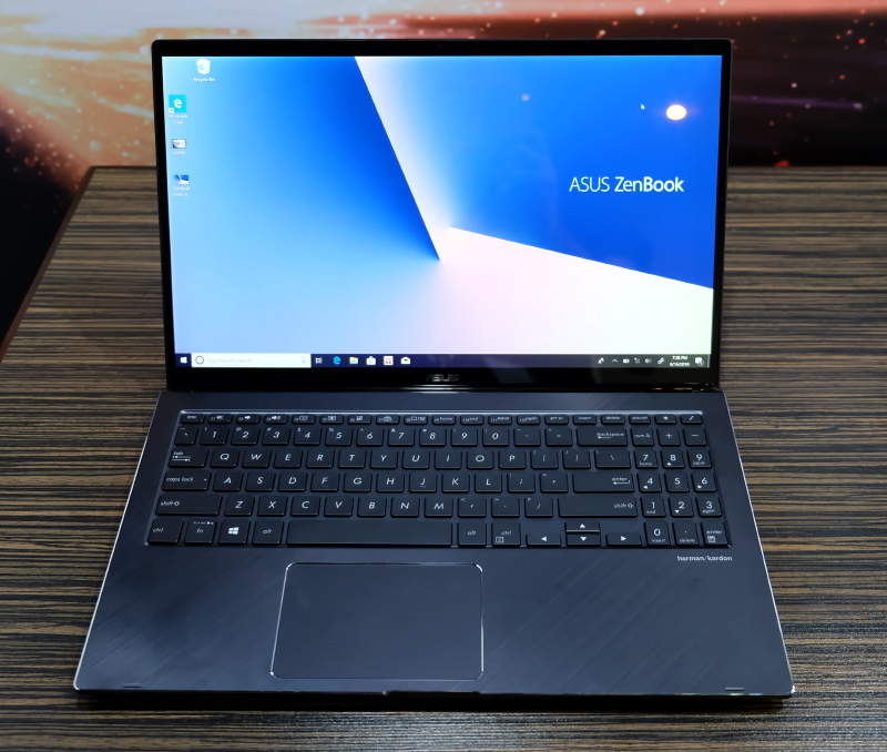 The ZenBook Flip 13 is impressively compact for a 13-inch convertible notebook. Note the thin bezels.