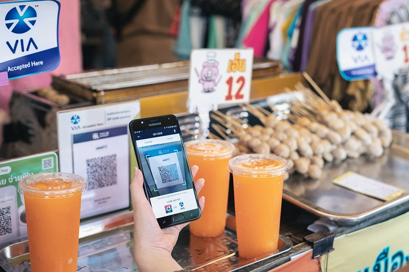 Now you can shop and dine in Thailand - the cashless way with Singtel Dash. (Image source: Singtel.)
