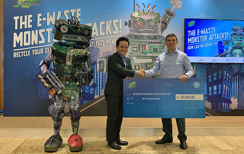 Here's Mr. Lionel Chng (left), HP Singapore's Managing Director, presenting a mock cheque to Chairman of STSPMF, Mr. Warren Fernandez.