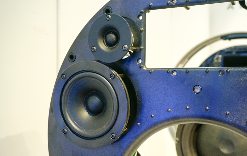 The 4-inch mid-range tweeter and a ¾-inch tweeter on each side of the speaker.