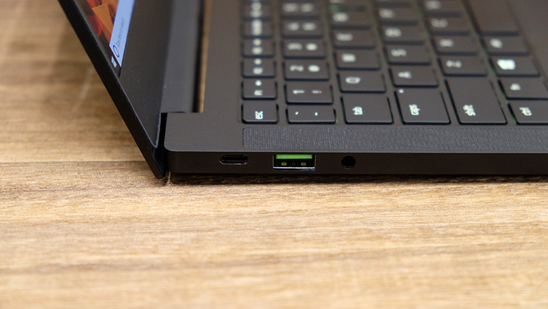 On each side is a USB-C port and a USB-A port. The USB-C port on the right side supports Thunderbolt 3.