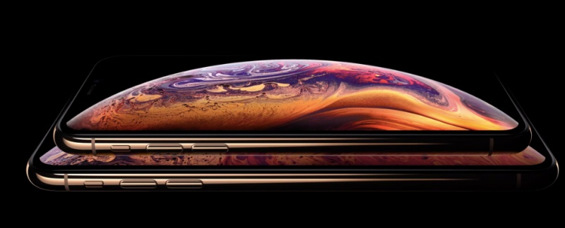 Apple used a black background to hide the notch on the iPhone XS. <br>Image source: Apple