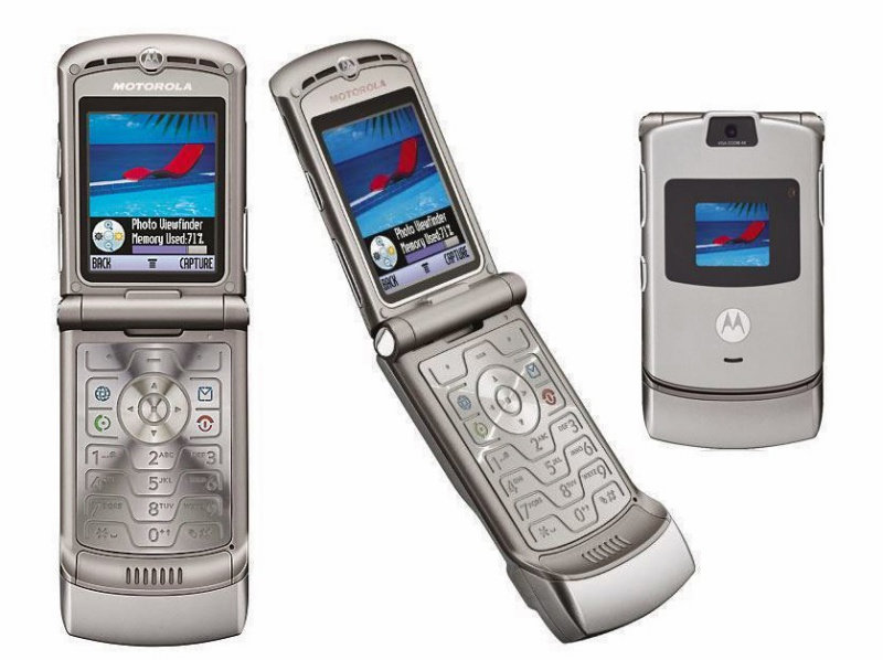 The iconic Motorola Razr was introduced in July 2004. More than 14 years later, it might be coming back as a foldable smartphone. <br>Image source: notebookcheck.net