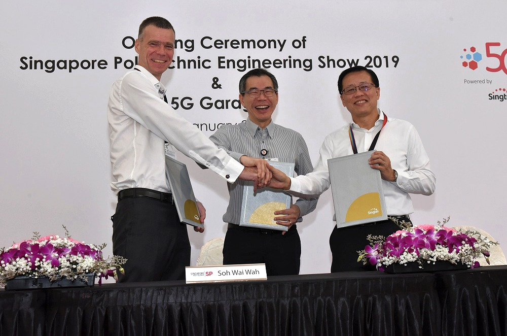 From left to right: Mr Martin Wiktorin, President and Country Manager for Singapore, Brunei & Philippines, Ericsson, Mr Soh Wai Wah, Principal and CEO, Singapore Polytechnic, and Mr Mark Chong, Group Chief Technology Officer, Singtel.