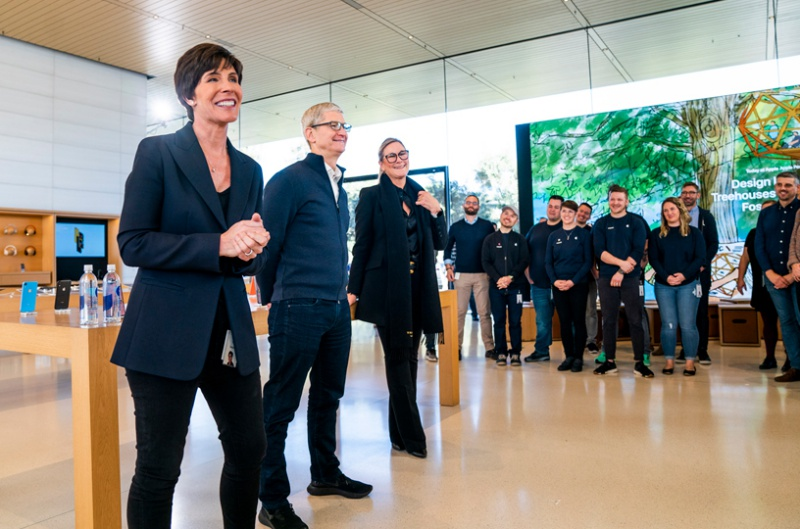 Apple's new Senior Vice President of Retail + People Deirdre O'Brien speaks to Apple employees on February 5, 2019. <br> Image source: Apple
