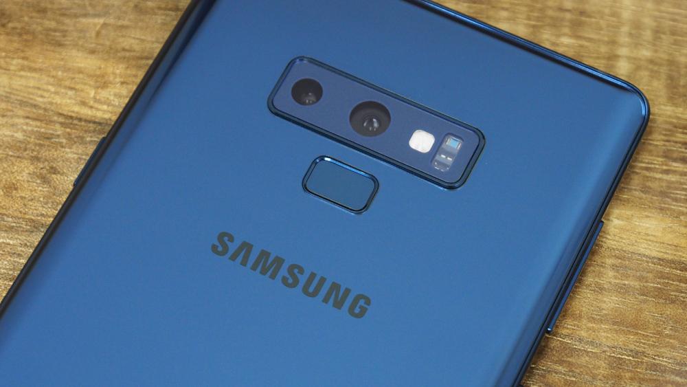 The Samsung Galaxy Note9 has a rear dual-camera module.