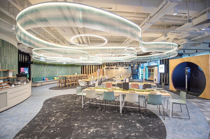 On the other side of the Developer Space, you'll find a huge lounge area. This being Google, snacks and beverages are available to facilitate individual thinking or group discussions.