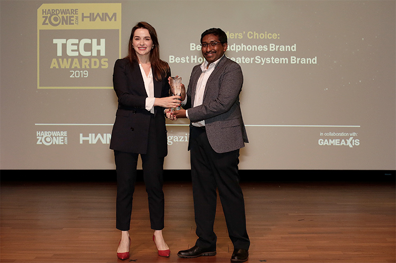 Bose is the winner of 2 Readers' Choice awards: Best Headphones Brand and Best Home Theater System Brand. Accepting the trophy here is Ms. Victoria Yustinovich, Head of Marketing (SEA), Bose Corporation.