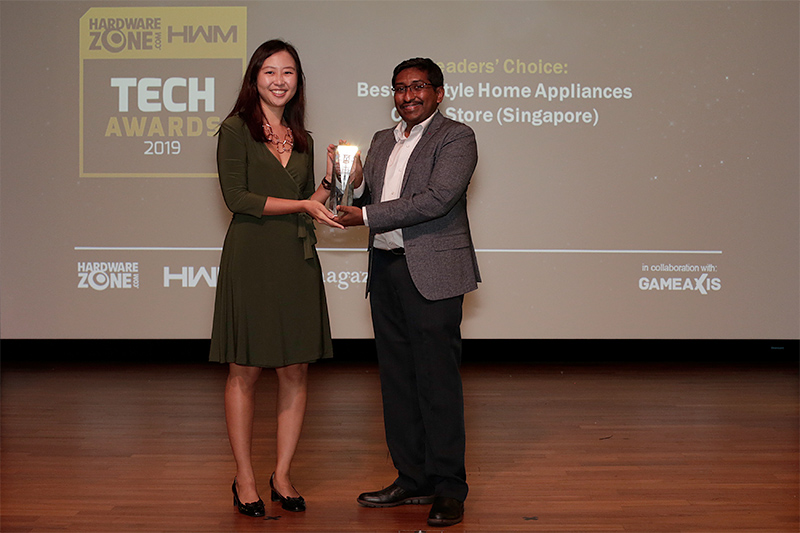Our inaugural Readers' Choice award for Best Lifestyle Home Appliances Chain Store goes to Courts. Accepting the award here is Ms. Charlene Poon, Senior Communications Manager for Courts Asia.