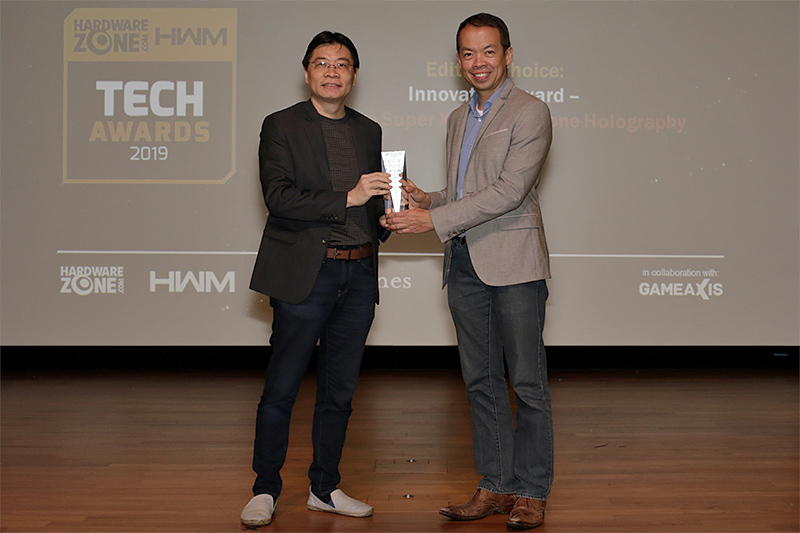 Creative's Super X-Fi Headphone Holography is one of four winners of our Innovation Awards. Accepting the trophy here is Mr. Lee Teck Chee, VP Engineering, Head of Super X-Fi, Creative Technology Ltd.
