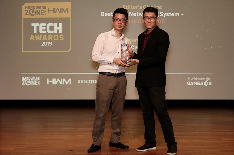 D-Link is the winner of 2 awards: Editor's Choice for Best Mesh Networking System (Covr 2202) and Readers' Choice for Best IP Camera Brand. Accepting the awards is Mr. Jonathan Quek, Product Marketing Director, D-Link International Pte Ltd.