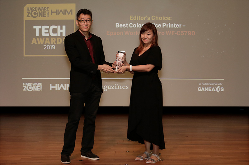 Epson also wins 2 awards: Editor's Choice for Best Color Office Printer (WorkForce Pro WF-C5790) and Readers' Choice for Best Business Projector Brand. Accepting the awards is Ms. Samantha Yip, Product Manager, Epson Singapore.