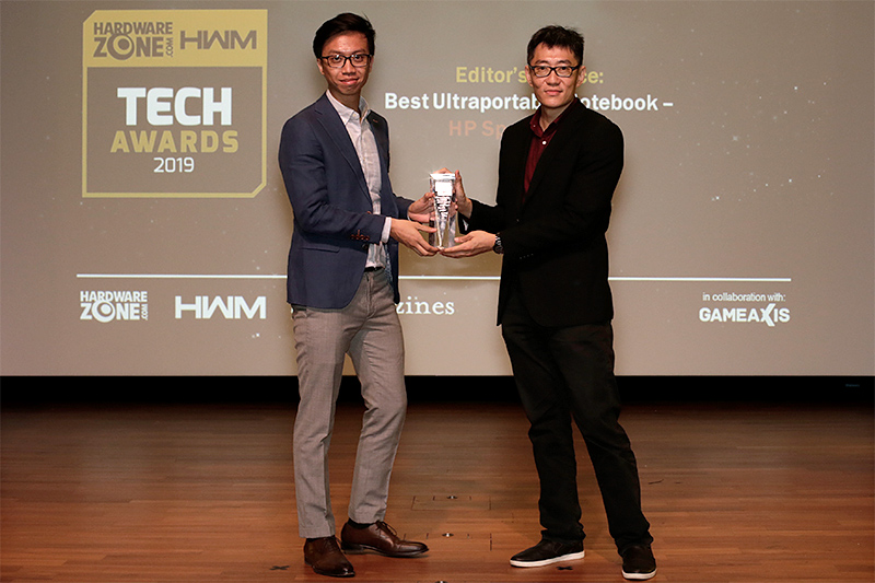 The HP Spectre x360 is the winner of our Editor's Choice for Best Ultraportable Notebook. Receiving the award is Mr. Chiang Zhen Hao, Trade Marketing Manager, HP Singapore.