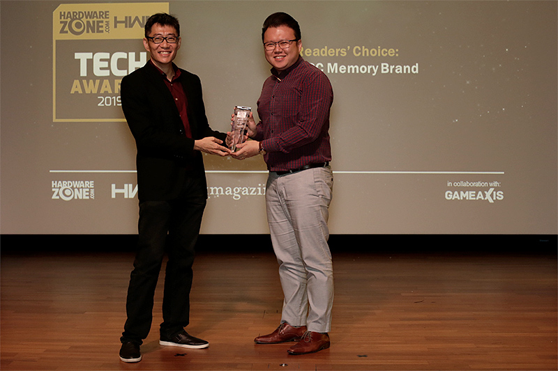Kingston is once again the Readers' Choice winner for Best PC Memory Brand. Accepting the award on behalf of Kingston is Mr. Jason Koh from Convergent Systems.