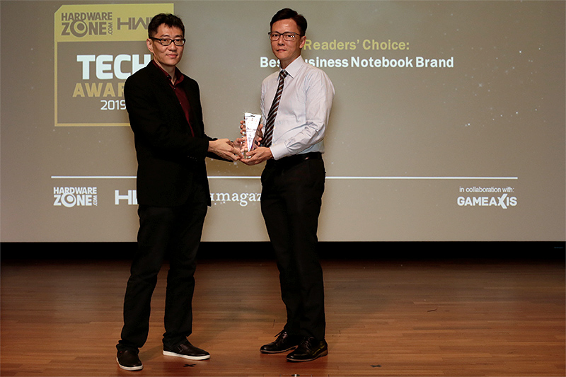 The Readers' Choice for Best Business Notebook Brand goes to Lenovo this year. Accepting the award here is Mr. Francis Teo, Commercial Segment Lead for Lenovo Singapore.