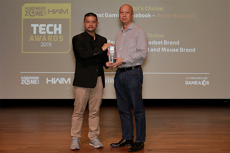 Razer lands 3 awards this year, including Editor's Choice for Best Gaming Notebook; and Readers' Choice for Best Gaming Keyboard and Mouse Brand and Best Gaming Headset Brand. Accepting the trophy here is Mr. Monty Wong, VP and GM, Systems Business, Asia Pacific and Japan, Razer.