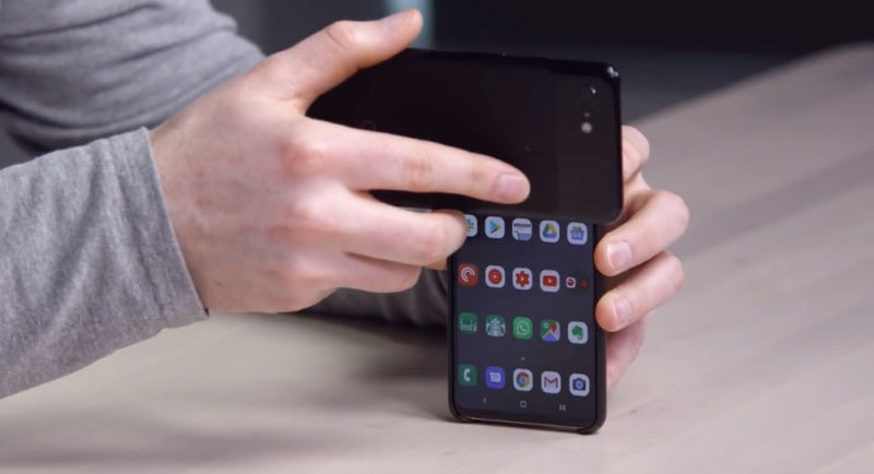 Screenshot taken from Unbox Therapy's YouTube video on Samsung Galaxy S10 Unlock Hack (WARNING).