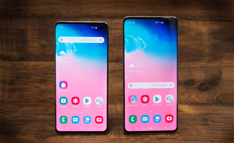 The Samsung Galaxy S10 (left) and Galaxy S10+ (right) use an ultrasonic fingerprint sensor.
