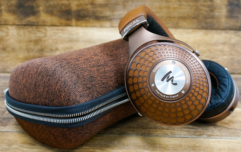 The Focal Stellia comes in an unusual but quite attractive cognac finish. It also comes with a color-matching carrying case.