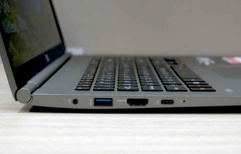On the left is a power jack, USB-A USB 3.0 port, a full-size HDMi port, and a USB-C Thunderbolt 3 port.