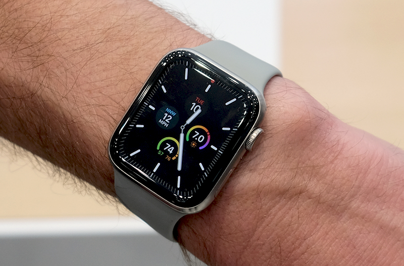 Here's the same watch face in sleep mode. Note how the face is now mostly dark and the seconds hand is missing. Certain complications can still be read if you so choose and they retain their colour.