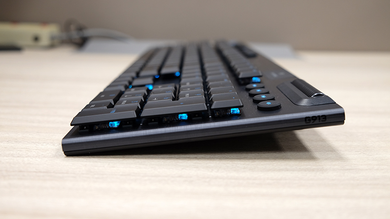 The built-in feet can elevate the keyboard to a more comfortable 8° typing angle. A separate pair of smaller feet offers a gentler 4° incline as well.