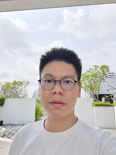 Galaxy Note10+ backlit selfie capture. (Click for full resolution image)