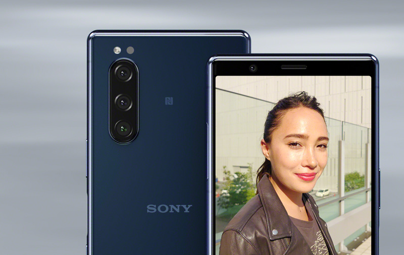 The Xperia 5 has a versatile triple-lens camera system.