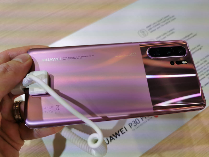 The Misty Lavender colour looks more pinkish in reality. The matt and gloss design also brings to mind a particular Google phone, no?
