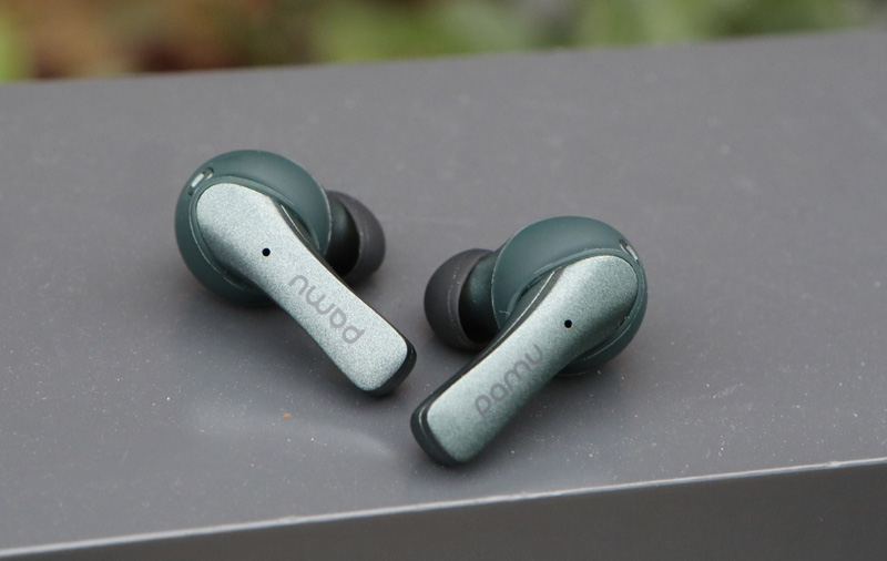 The earbuds are IPX6 sweat proof.