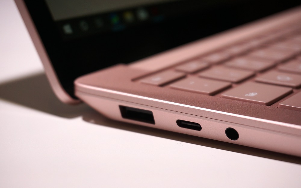 Ports on the left-flank of the notebook; finally, USB Type-C has arrived.
