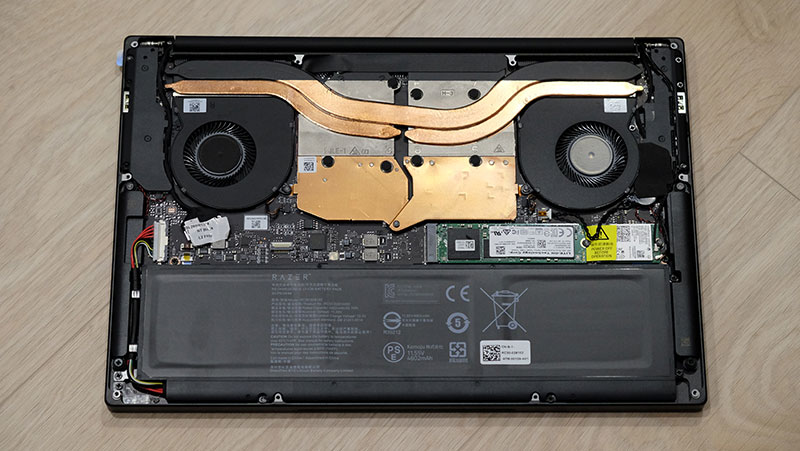 The laptop is cooled by three heat pipes.