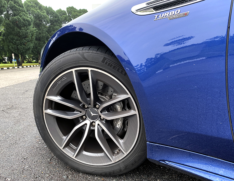 Sizable 19-inch wheels come as standard. 20 and 21-inch wheels are available as optional extras. Warning, they are not cheap.