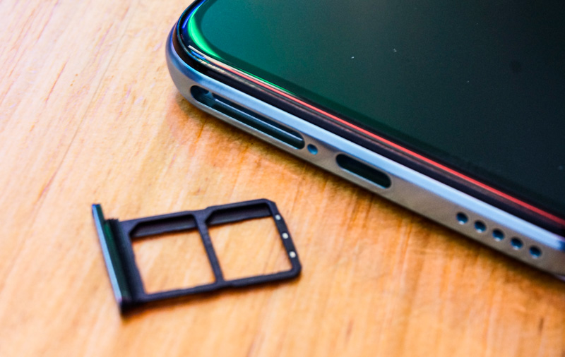 Instead of a MicroSD card, the V17 Pro lets you keep two SIM cards on board.