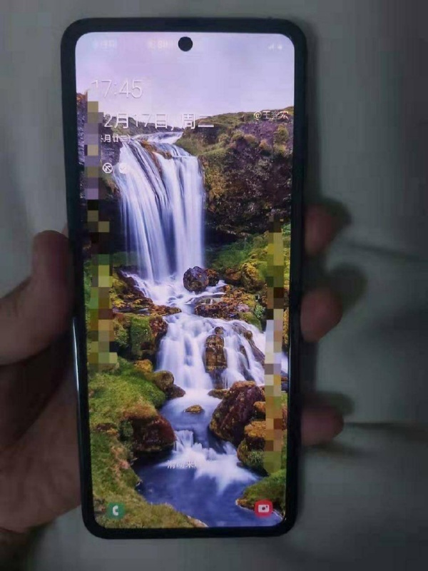The upcoming Galaxy Fold clamshell device is said to have a screen size of 6.7 to 6.9-inches. <br>Image source:王奔宏