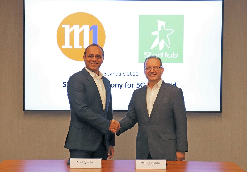 (From left to right) Mr Manjot Singh Mann, CEO of M1 with Mr Peter Kaliaropoulos, Chief Executive of StarHub.