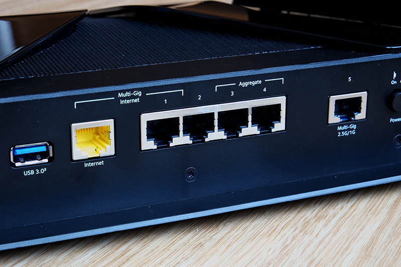 The Netgear Nighthawk RAX200 supports port aggregation for both WAN and LAN ports. Pity it only has four LAN ports.