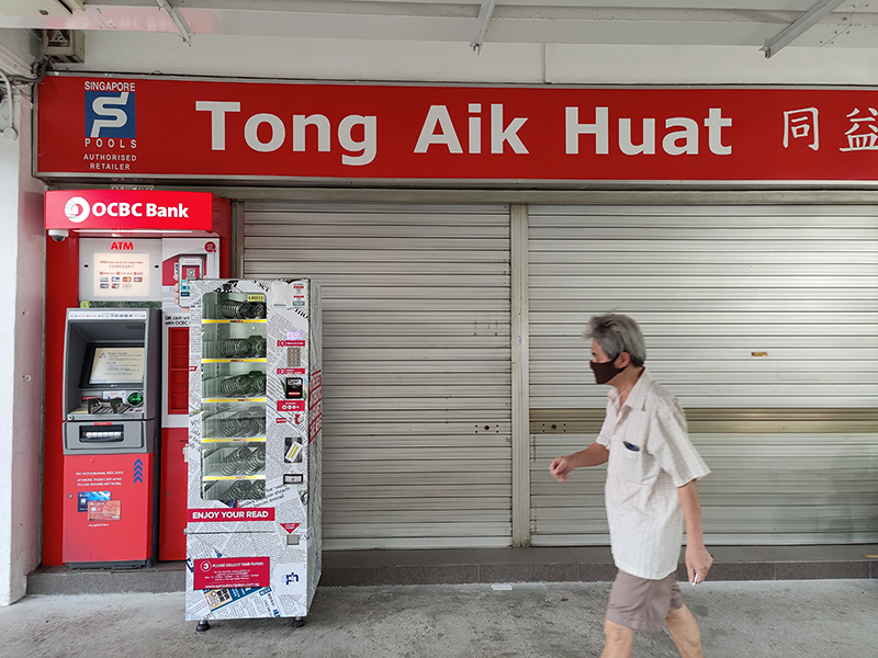 While the ATM and the lottery shop's signboard are red, the distinction here comes from the ATM's backlit plastic (the signboard above isn't lit). The man in the picture is a passer-by, which also indicates how quickly the Find X2 Pro can process and autofocus on subjects moving into the frame.