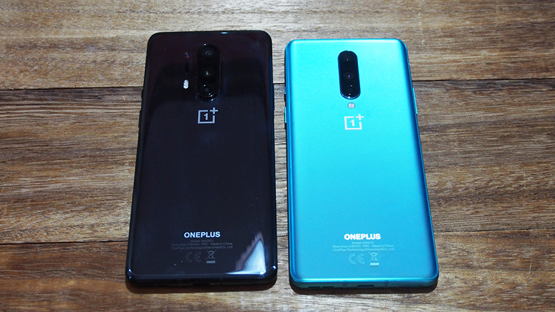 OnePlus 8 Pro (left), OnePlus 8 (right).