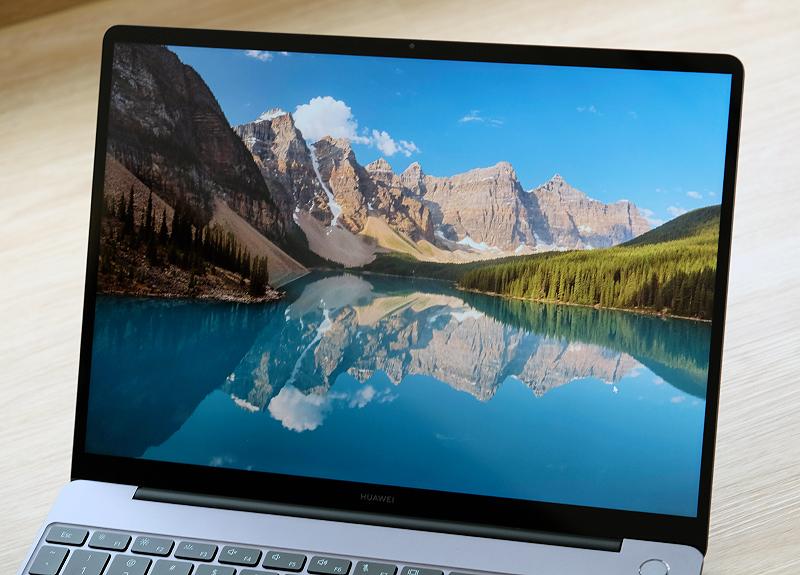 The 13-inch touchscreen display has a 3:2 aspect ratio and it is sharp and punchy.