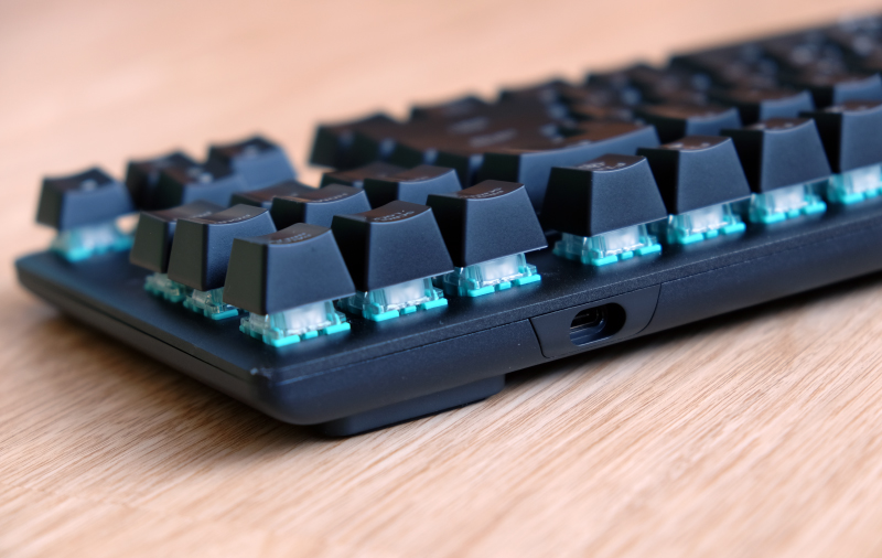The chassis is aluminium and the keyboard has a floating key design.