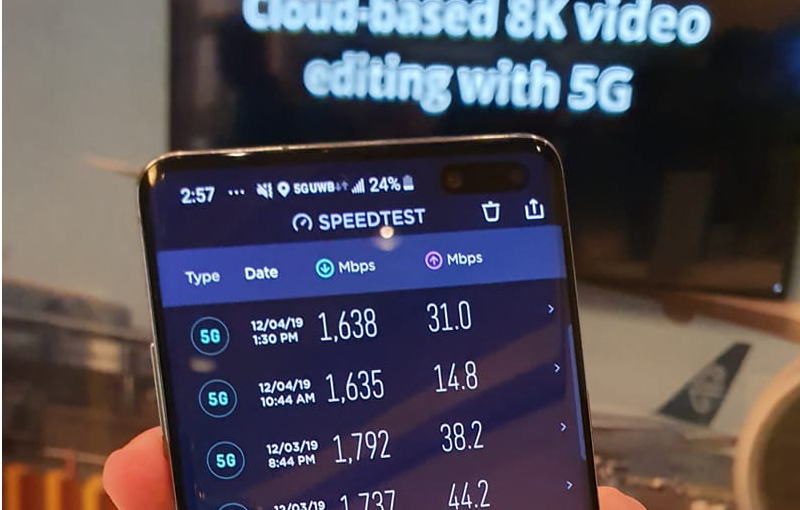5G testing with a Samsung Galaxy S10 5G phone at Qualcomm's Tech Summit 2019 in the US, by the HWZ team.