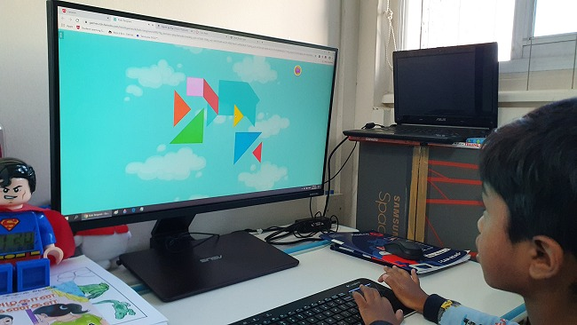 An interactive shapes challenge while learning a maths module.
